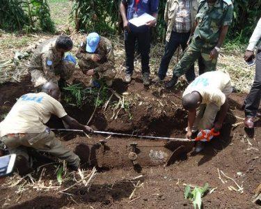 Excavating bomb