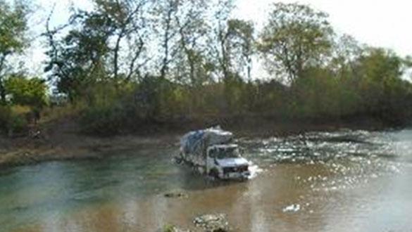 unimog crossing pochalla river